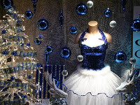 Holiday Retail Window Display Ideas